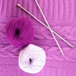 Purple sweater and a ball of wool close-up — Stock Photo