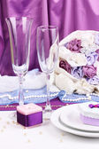 Serving fabulous wedding table in purple color on purple background — Stock Photo