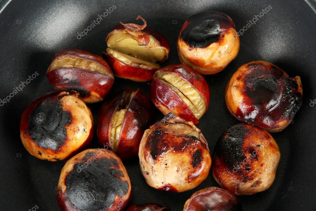 Roasted chestnuts in the pan close-up — Stock Photo #12714877