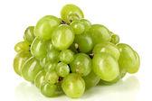 Pyszne dojrzałe kiść winogron na białym tle — Zdjęcie stockowe