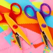 Colorful zigzag scissors on color paper close-up - Stockfoto