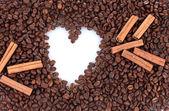 心的咖啡豆背景上的图案。帧. — 图库照片
