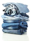 Veel verschillende geïsoleerde op witte spijkerbroek — Stockfoto
