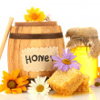 Sweet honey in jar and barrel with honeycomb, wooden drizzler and flowers i — Stock Photo