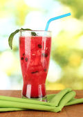 A glass of fresh watermelon juice on green background close-up — Stock Photo