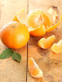 Ripe tasty tangerines on wooden background — Stock Photo