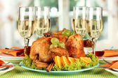 Banquet table with roast chicken and glasses of wine. Thanksgiving Day — Stock fotografie