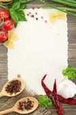 Livro de receitas legumes e especiarias na mesa de madeira — Fotografia Stock