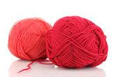 Rojos tejidos hilos aislados en blanco — Foto de Stock