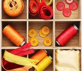 在木箱特写缝纫材料 — 图库照片