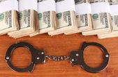Myšlenka trestu za finanční podvody na dřevěné pozadí — Stock fotografie