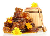 Sweet honeycombs, barrel with honey and flowers, isolated on white — Stock Photo