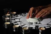 Sesión espiritista por primer plano de la luz de las velas — Foto de Stock