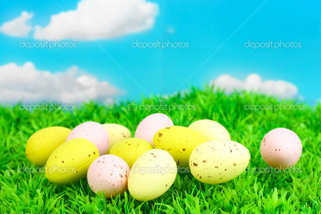 Colorful easter eggs on grass — Stock Photo #13486592
