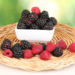 Ripe raspberries and brambles on nature background — Stock Photo