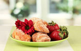 Fresh bagels with strawberry in the plate on the table — Stock Photo