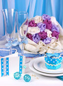 Serving fabulous wedding table in blue color on blue and white fabric backg — Stock Photo