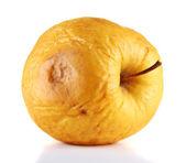 Mela gialla come concetto di problema della pelle, isolato su bianco — Foto Stock