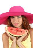 Usmívající se krásná dívka v klobouku pláž s meloun izolovaných na bílém — Stock fotografie