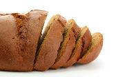 Sabroso pan de centeno en rodajas, aislado en blanco — Foto de Stock