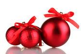 Bella palle di Natale rosse isolate su bianco — Foto Stock