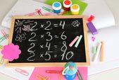 Kleine school bureau met verschillende school levert close-up geïsoleerd op wit — Stockfoto