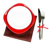 Tom röda och vita plattor med gaffel och kniv isolerad på vit — Stockfoto