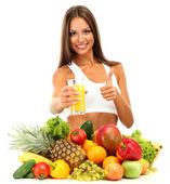 Giovane e bella donna con frutta e verdura e bicchiere di succo, isolat — Foto Stock