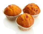 Smakelijke muffin gebak, geïsoleerd op wit — Stockfoto