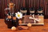 Ingrédients pour la fabrication du savon sur fond marron — Photo
