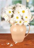 Daisies in vase in cafe — Stock Photo
