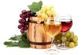 Barrel and glasses of wine and grapes, isolated on white — Stock Photo