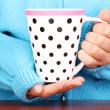 Hands holding mug of hot drink close-up - Foto de Stock