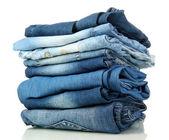 Beaucoup de différents blue-jeans isolé sur blanc — Photo