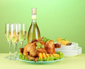 Table setting for Thanksgiving day on green background close-up — Stock Photo