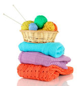 毛衣和孤立在白色的羊毛球 — 图库照片