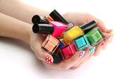 Vrouw handen met nagel poetsmiddelen geïsoleerd op wit — Stockfoto