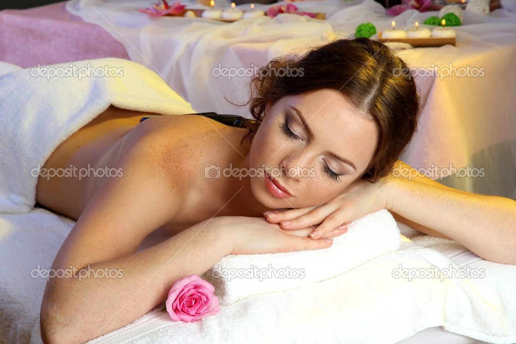 Beautiful young woman in spa salon — Stock Photo #14672509