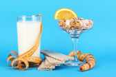Lungs muesli in vase for desserts and glass milk on blue background — Stock Photo