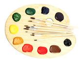 Tavolozza di arte in legno con vernice e pennelli isolati su bianco — Foto Stock