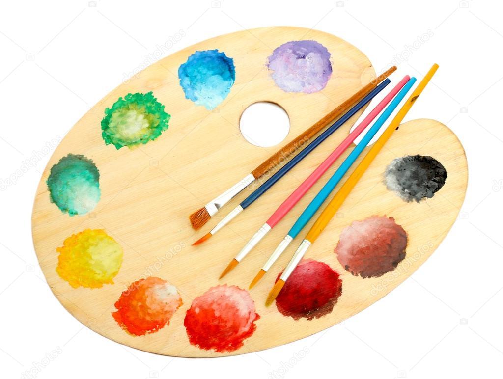 Paleta de madera arte con pintura y pinceles aislados en - Paleta de pinturas ...