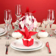 Table setting in red tones on color background — Stock Photo #14950215