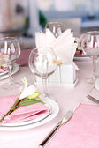 Elegant table setting in restaurant — Стоковое фото