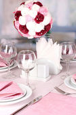 Elegant table setting in restaurant — 图库照片