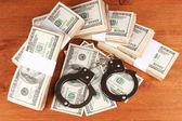 Idea kary za oszustwa finansowego, na tle drewniane — Zdjęcie stockowe