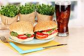 关于颜色板窗口背景上的木桌上的开胃三明治 — 图库照片