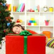 Little girl with large gift box near christmas tree — Stock fotografie