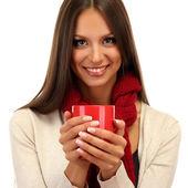 Piękna młoda kobieta z filiżanką herbaty, na białym tle — Zdjęcie stockowe
