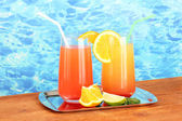 Two cocktails on tray on blue background — Stock Photo