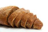 Smaczne krojonego chleba żytniego, na białym tle — Zdjęcie stockowe